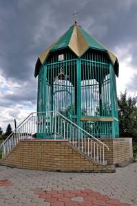 Святой источник Песчанской иконы божией матери город Изюм-38