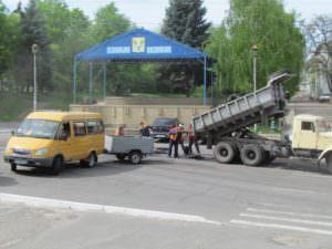 В Изюме ремонтируют центральную улицу города-1