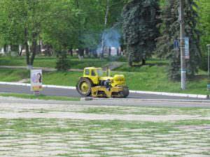 В Изюме ремонтируют центральную улицу города