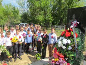 В Изюме почтили память 18-ти неизвестных солдат-1