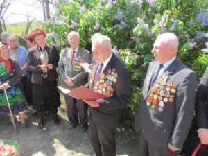 В Изюме почтили память 18-ти неизвестных солдат