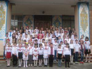 Изюмчани приобщились ко Дню украинской вышиванки-2