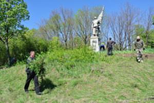 На Изюмщине восстановили памятник Неизвестному Солдату-1