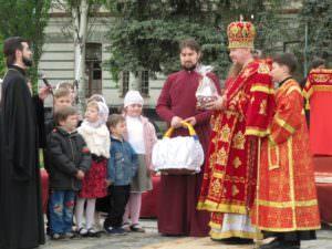 На центральной площади города впервые прошло Пасхальное Богослужение