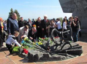 8 мая в Изюме отметили День памяти и примирения-0