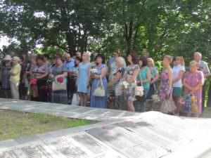 В Изюме почтили погибших во время войны в Украине-1