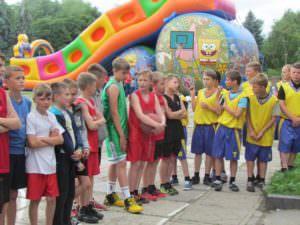 В Изюме прошли соревнования по уличному баскетболу-3