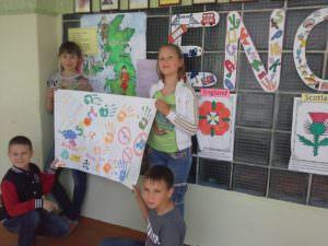 """Изюмские школьники отдохнули в пришкольном языковом лагере """"Join us""""-1"""