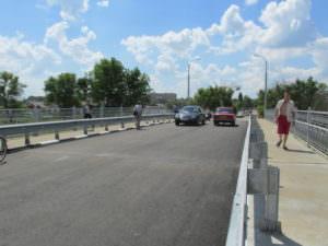 Мост в Барвенково открыли для транспорта