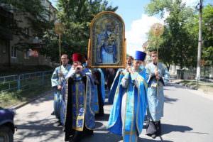 Крестный ход с Песчанской иконой Божией Матери по городу Изюму-1