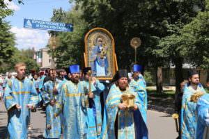 Крестный ход с Песчанской иконой Божией Матери по городу Изюму-2