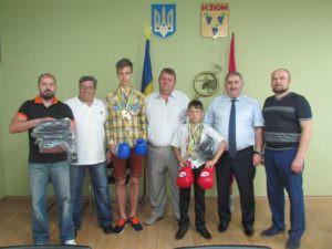 Руководство города наградило юных спортсменов, которые будут защищать честь Изюма на международных соревнованиях