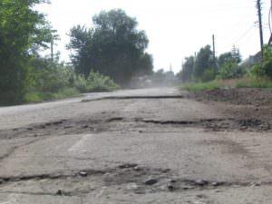 В Изюме ремонт дорог продолжается ускоренными темпами-3