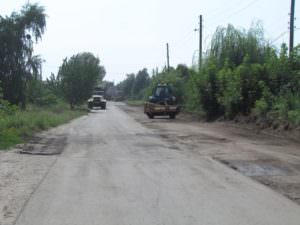 В Изюме ремонт дорог продолжается ускоренными темпами