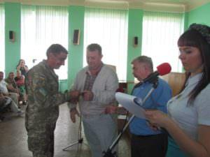 Изюмский городской голова наградил участников АТО-1