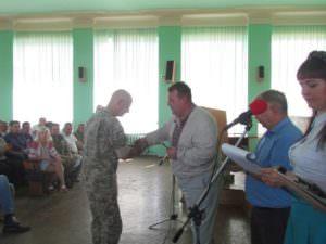 Изюмский городской голова наградил участников АТО-2