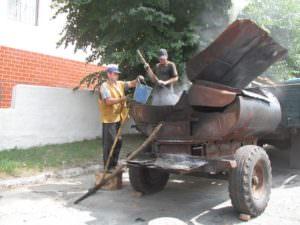 Коммунальщики внепланово ремонтируют выбоины на дорогах-1