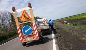 По Купянской трассе легковушка насмерть сбила дорожных рабочих