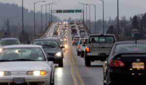 С 1 октября на загородных дорогах необходимо включать дневные ходовые огни или ближний свет фар!