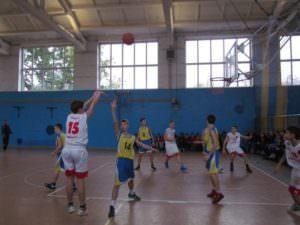 В Изюме открыли турнир по баскетболу среди юношей