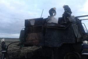 В Купянском районе в поле сгорел комбайн