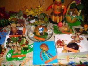 Состоялась выставка в детских садах изделий из природных материалов-2