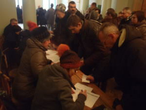 Волонтеры Харькова провели ярмарку вакансий для переселенцев в Изюме