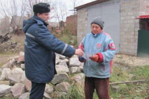 Спасатели разъясняют гражданам правила безопасности в быту