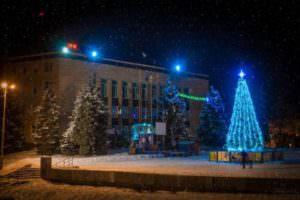 Главную новогоднюю елку города официально откроют на день Святого Николая