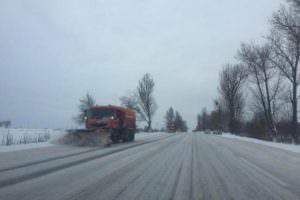 За сутки дорожники области расчистили от снега около 5 тысяч км дорог