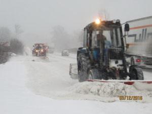 Снег на дорогах области убирают 280 единиц техники и 312 рабочих