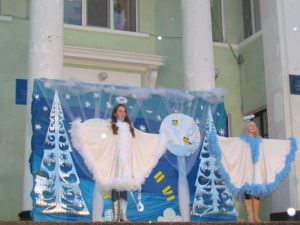 В Изюме торжественно открыли центральную новогоднюю елку