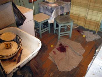 В городе Изюме во время ссоры женщина ударила ножом своего сожителя