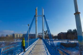 Пешеходный мост через Северский Донец в городе Изюме (фото январь 2017 г.)