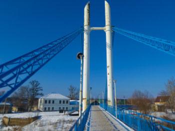 Пешеходный мост через Северский Донец в городе Изюме (фото январь 2017 г.) -2
