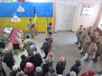В последний путь изюмчани проводили погибшего воина АТО-2