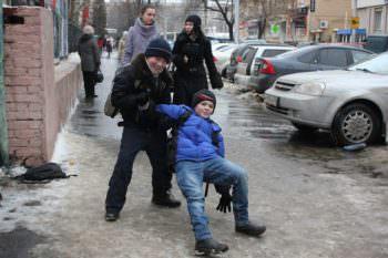 Город Изюм укрылся сплошным льдом на дорогах и тротуарах