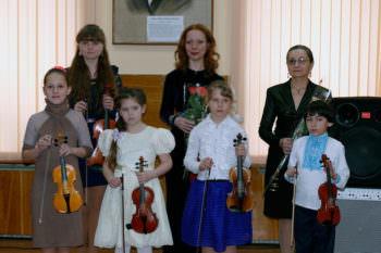 In the concert hall of Children music school Izyum held a concert with Ukraine in sertsi-1