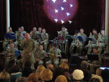 Военные из зоны АТО поздравили женщин-медиков Изюма с праздником