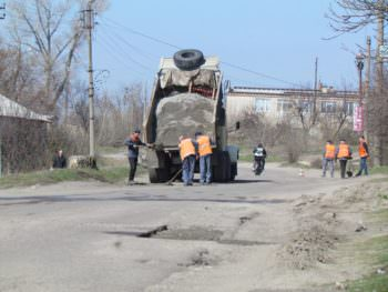 In the city of Izyum started repair of roads-1
