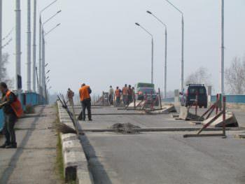В городе Изюме начат ремонт дорог