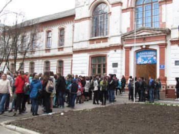 Научная выставка университета Каразина посетила изюмских школьников