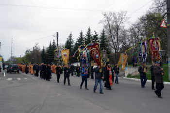 residents-and-guests-of-izyum-celebrated-easter-procession-2