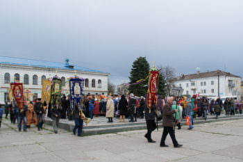 residents-and-guests-of-izyum-celebrated-easter-procession-3