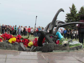 Изюмчани торжественно почтили ветеранов и погибших героев Второй мировой войны