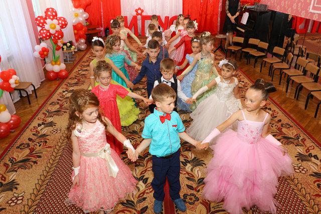 As passed graduation in kindergarten Izyum-5