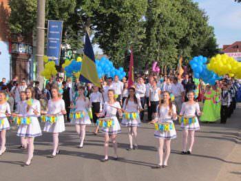 Парад выпускников в Изюме – 2017