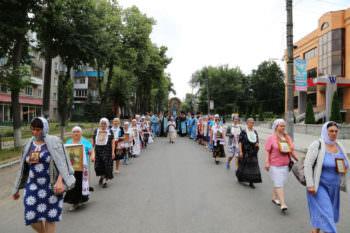 Крестный ход с Пищанською иконой Божией Матери по городу Изюма