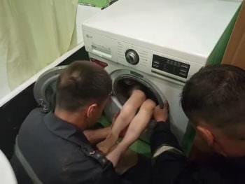 г. Харьков: спасатели освободили ребенка, который застрял в стиральной машине (ВИДЕО)