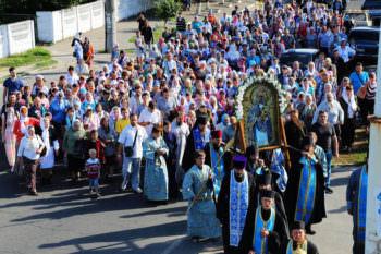 Завершение крестного хода с Песчанской иконой Божией Матери в г. Изюме